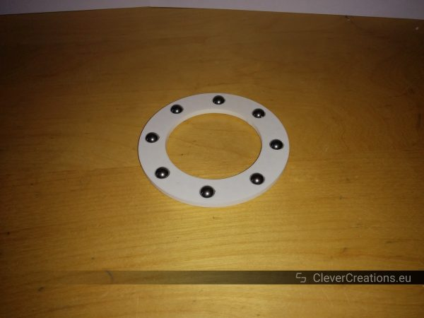 A 3D printed thrust bearing consisting out of a 3D printed bearing cage and metal ball bearings.