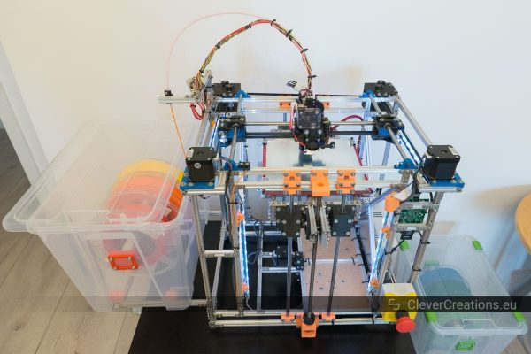 A corexy 3D printer made out of Makerbeams with integrated in it an IKEA SAMLA box containing filament spools.