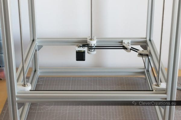 A single-stepper motor driven triple-leadscrew system in a 3D printer.