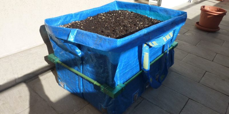 How to build DIY grow bags out of IKEA bags.
