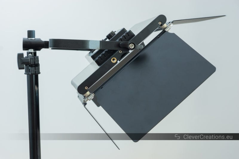 Side view of a Neewer 660 light panel that has been mounted horizontally instead of vertically and that faces downwards.